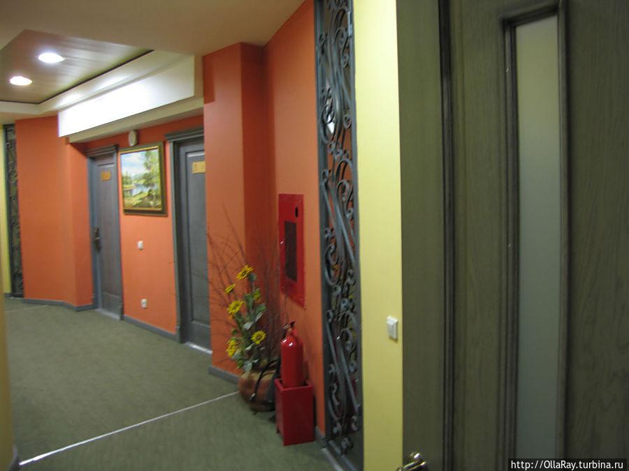 В коридоре на этаже