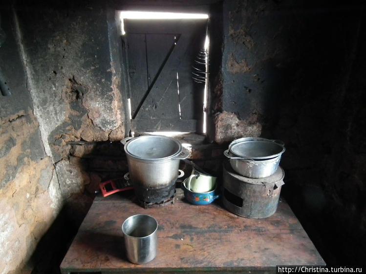 А вот это кухня. Окно, ка
