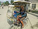 * Для перевозки незначительного количества товаров приспосабливают и велосипед, к которому сбоку крепится  небольшая крытая повозка