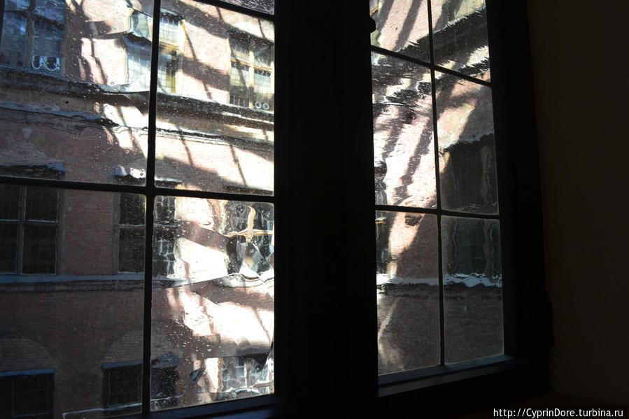 Вид из окна во внутренний дворик Ратуши