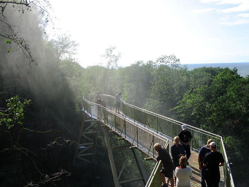 Вот такой мостик стоял перед водопадом