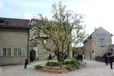 Чудесный внутренний дворик замка Лауфен.