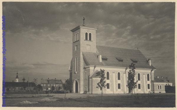 Церковь в 1930-х, еще без шпиля. С сайта архива Национальной Библиотеки Эстонии digar.ee