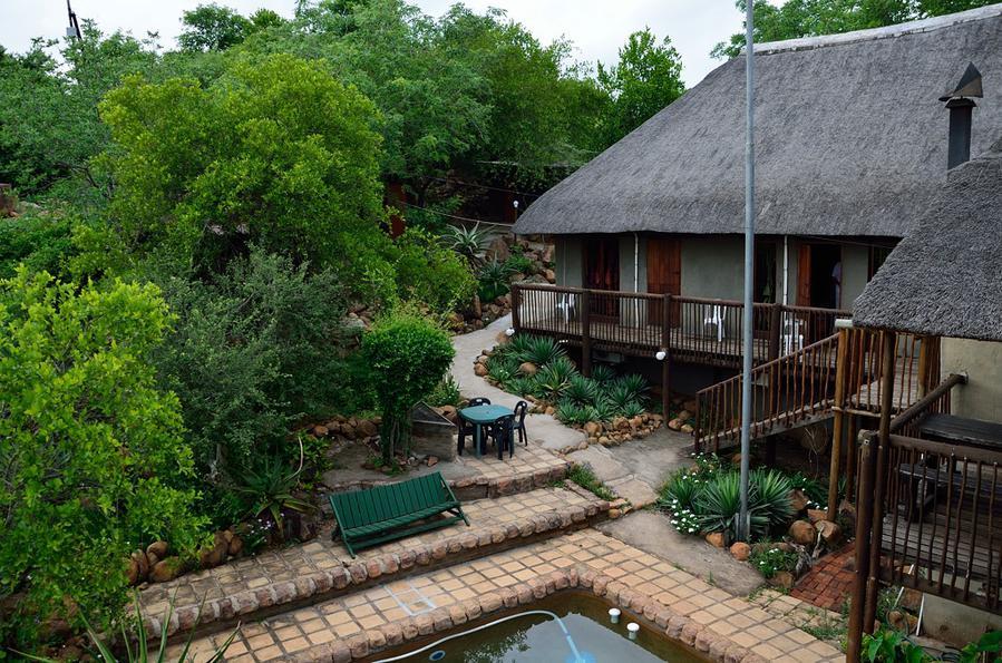 Вид на дворик с вышки