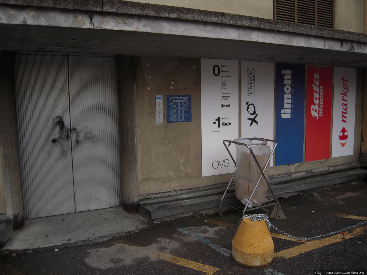 Жуткие двери лифта — входа в супермаркет