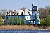 К моему удивлению усадьба сохранилась просто великолепно, не в пример принадлежащему этой же семье поместью в селе Петровка, о котором я писал ранее.