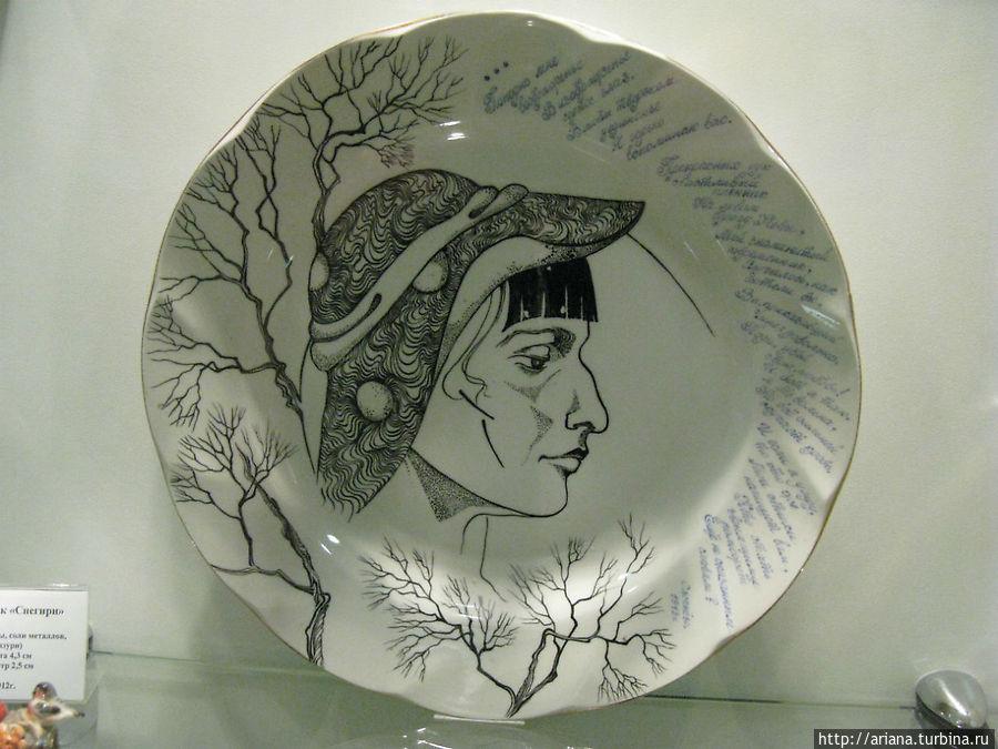 Профиль А.Ахматовой и ее стихи