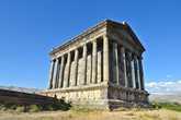 Изначально храм был построен в 1 веке нашей эры, и был посвящен древнеармянскому богу солнца – Михре, но как водится, был разрушен сильным землетрясением и восстановлен лишь спустя сотни лет, советскими мастерами.