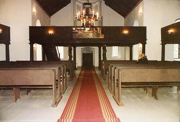 Интерьер церкви. Фото с сайта teelistekirikud.ekn.ee