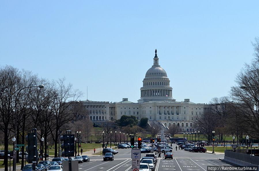 Пенсильвания Авеню и роскошный вид на Капитолий Вашингтон, CША