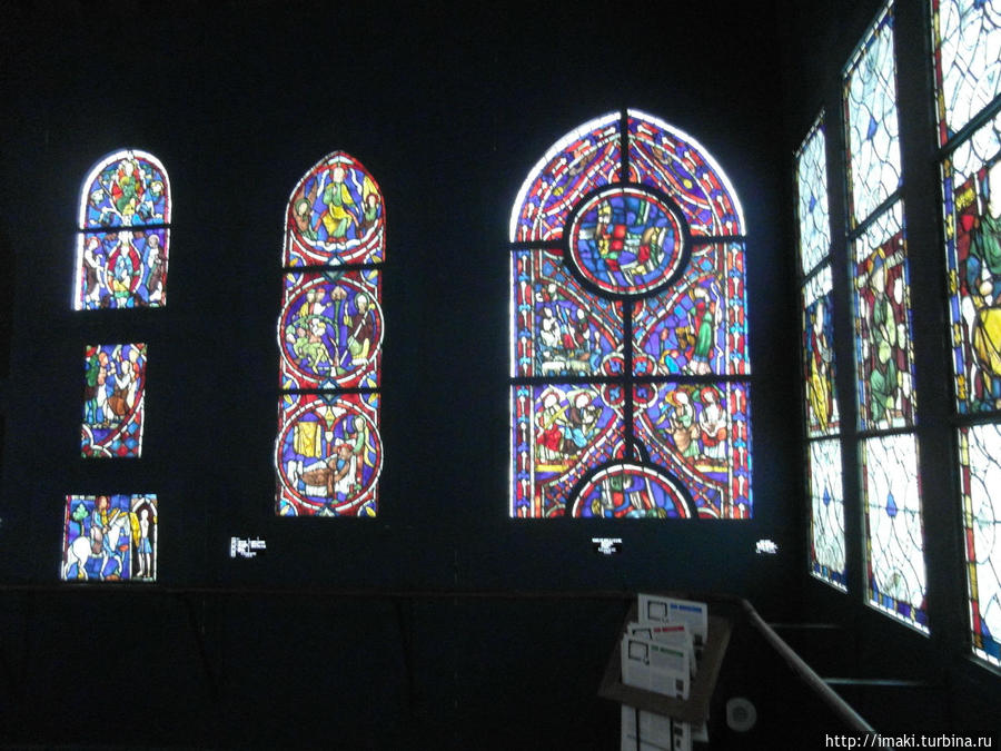 Витражи в музее Клюни.