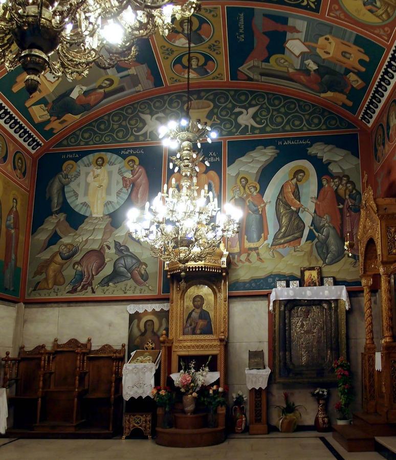 Росписи просто великолепны. Не перестаю восхищаться православной традицией — ярко и празднично расписывать храмы. Нет в них строгости и мрачности, только радость и свет от общения с Б-гом