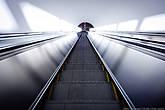 Эскалаторы двигаются неспешно, медленнее, чем в московском метро.