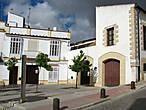 Далее попадаем на площадь перед  Zoco de Artesanía — галереей и рынком народных ремёсел региона Херес и Северного Марокко. Утро, пока закрыто.