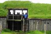 Крепостная стена с бойницами — серьезное препятствие для врагов