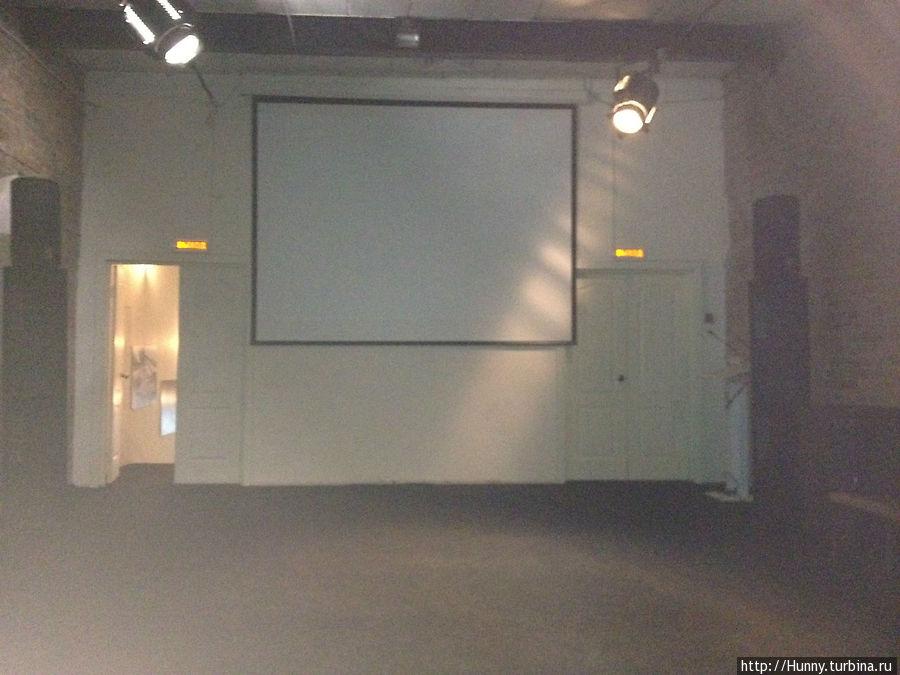 Экран на чердаке