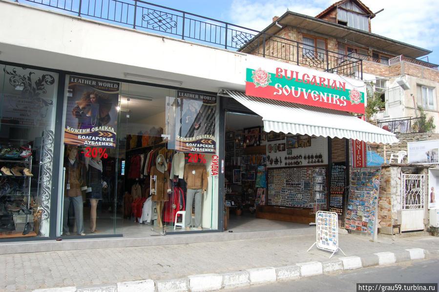 Почти уснувшая торговая улочка Свети-Влас, Болгария