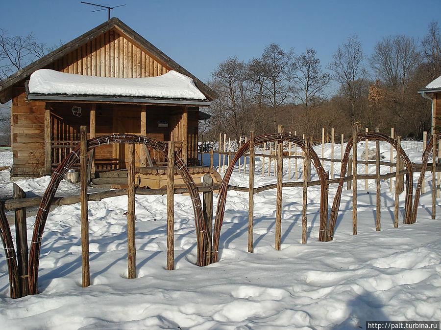 Ягодная деревня Каждый домик в ней имеет не только номер, но и ягодное имя (Виноградный, Абрикосовый, Вишневый, Рябиновый)