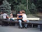 Влюбленные есть во всех парках всех городов)