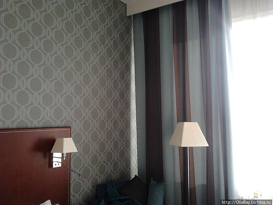 В номере.