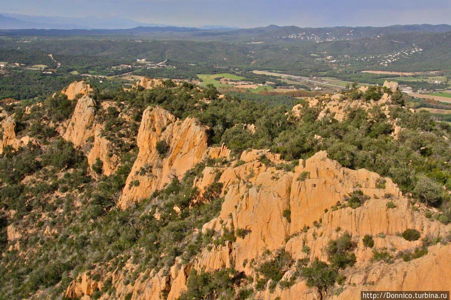 вид на часть горной гряды Los Gavarres