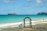 Примерив роль невесты, нужно доиграть её до конца, и пройтись по всему пляжу.