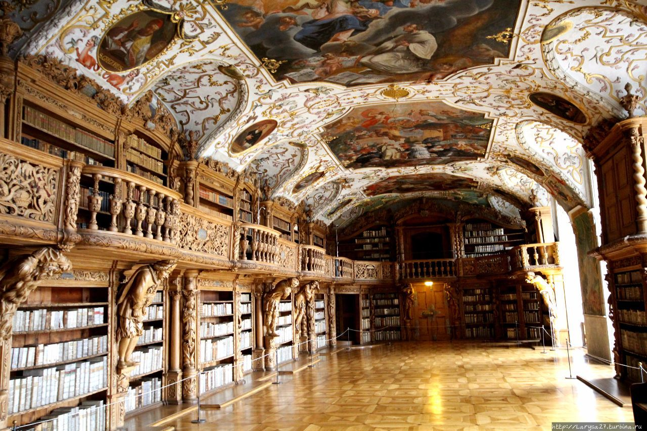 Библиотечный зал монастыр