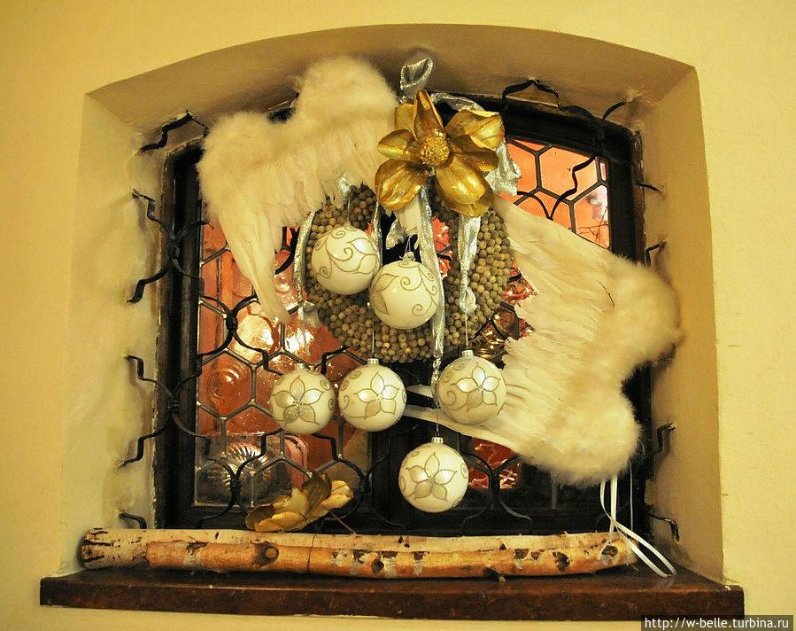 Рождественское убранство ресторана.