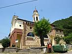 Эту красивую церковь я нашла в деревне, названия которой я даже не знаю,  я повернула на дорогу на Гротта.