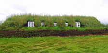 В таких домах исландцы жили столетиями