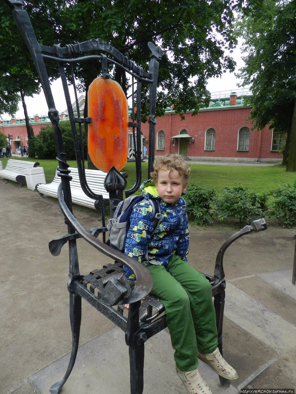 телефоны, часы о чем стулья на петропавловской крепости варить замороженные