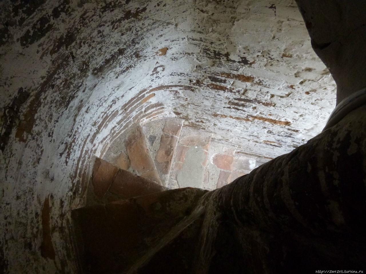 Лестница на колокольню Троицкого собора