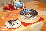 И конечно-же дессерт!! Мой торт из лесной ежевики ко дню рождения мужа.