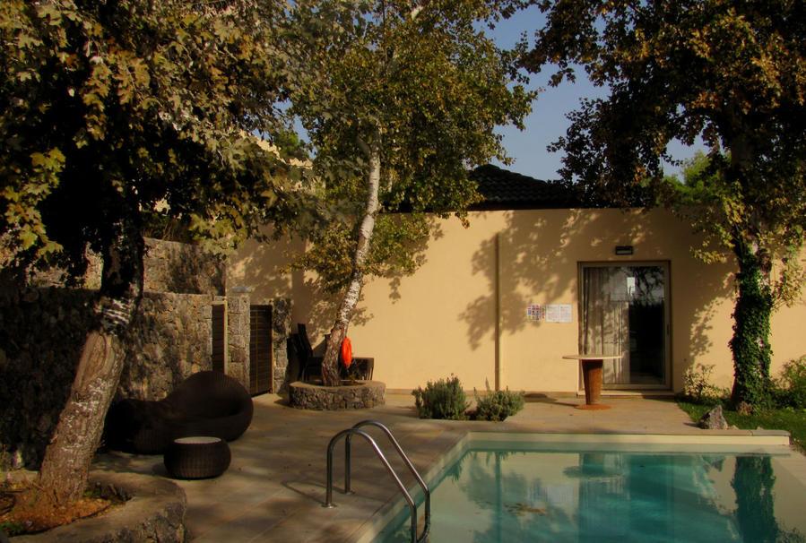 некоторые люксы с собственным бассейном (Deluxe Suite with Private Pool)