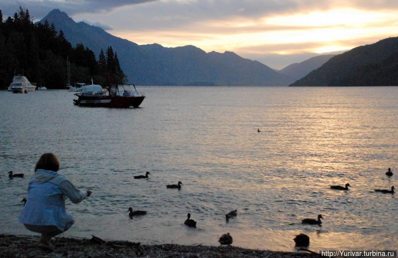 Вечер на озере Вакатипу Квинстаун, Новая Зеландия
