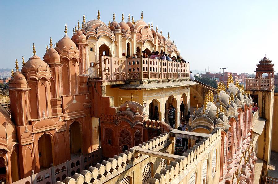 Вид на верхний балкон дворца