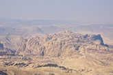 90 процентов территории Иордании занимают пустынные плато, лишь на западе страны имеются холмы и горы. Река Иордан разделяет Иорданию и Израиль. Самой высокой точкой страны является гора Джабаль-умм-ад-Дами (1854 метров), а самой низкой — Мертвое море (- 427 метров).