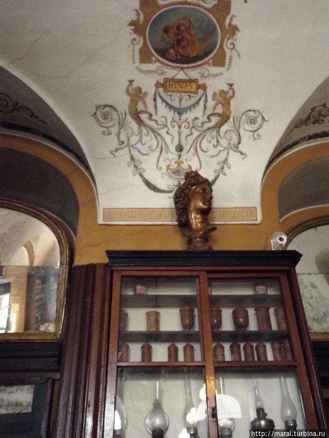 Особенное место в экспозиции аптеки-музея занимают керосиновые лампы, прототип которых изобретён во Львове в 1853 г.