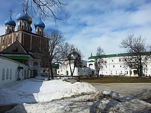 Архангельский собор на фоне Успенского и Дворца Олега