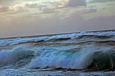 сперва, минут десять мы просто любовались волнами