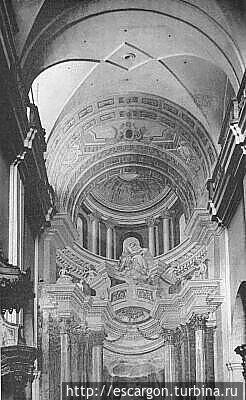 Внутренняя отделка костела.  источник: В. Чантурия