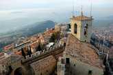 Старый город Сан-Марино остается внизу