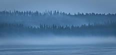 когда начинает темнеть, даже суровая Финская природа необычайно красива