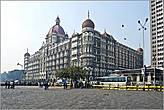 Отель уже в те времена был рассчитан на самых богатых клиентов. В числе первых — были магараджи со всей Индии. На один из банкетов в 1917 году съехалось двести магараджей... *