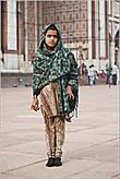 Интересно наблюдать, в какую одежду одеты индийцы. Одни женщины закутаны в сари, другие — носят юбки и платки. Все зависит от национальной принадлежности... *