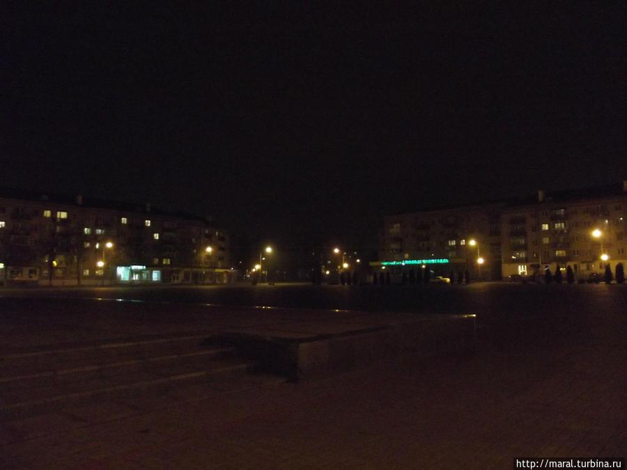 Ночной Пинск. Площадь Ленина