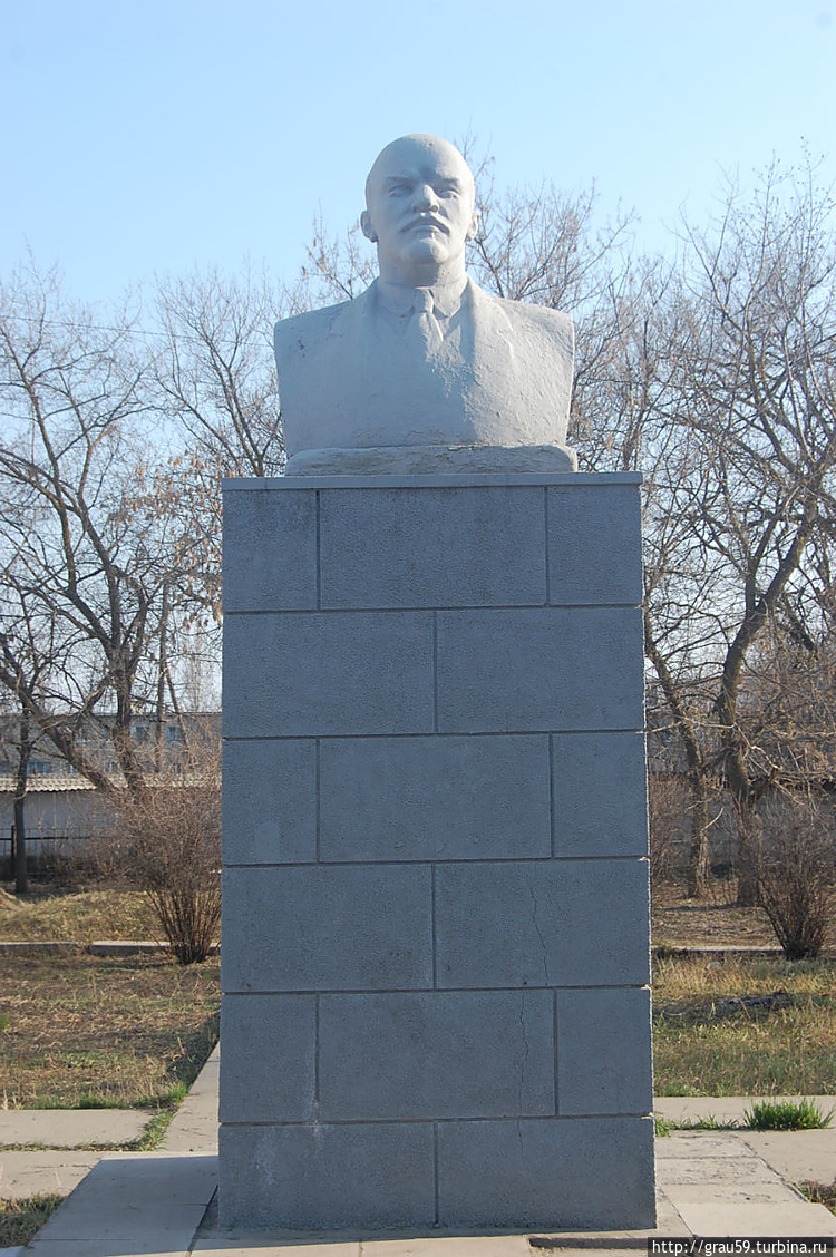 Памятник В.И.Ленину на ул