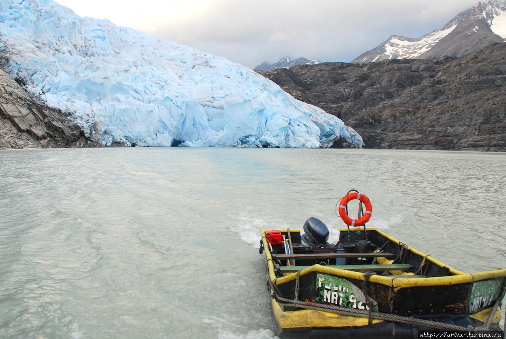 За кормой остается ледник