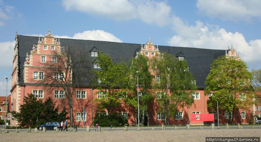 Библиотека герцога Августа — цойгхаус