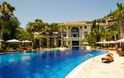Тропа завела на территорию отеля. Так что если мучаетесь поиском приличного отеля на Кипре, со всей уверенностью могу порекомендовать Columbia.